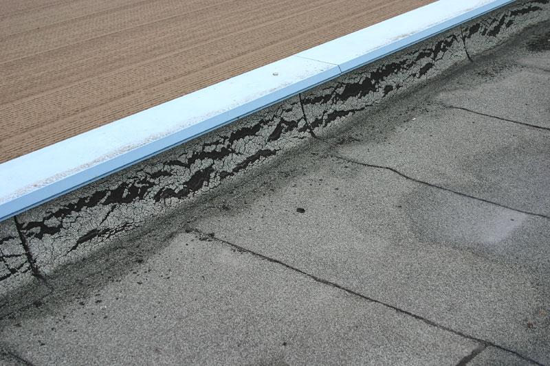 Fabulous Schäden an der Flächen-Abdichtung von Flachdächern NR48